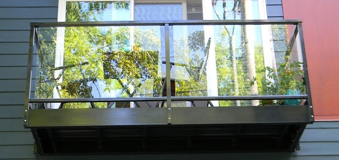 95552171_Cantilever bolt on balcony with glass rail 2_mini