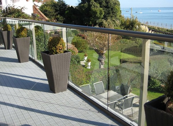 choosing balcony railing_mini