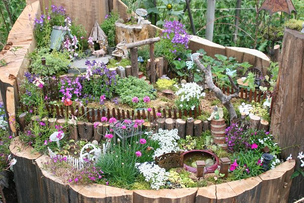 tree stump garden ideas (4)