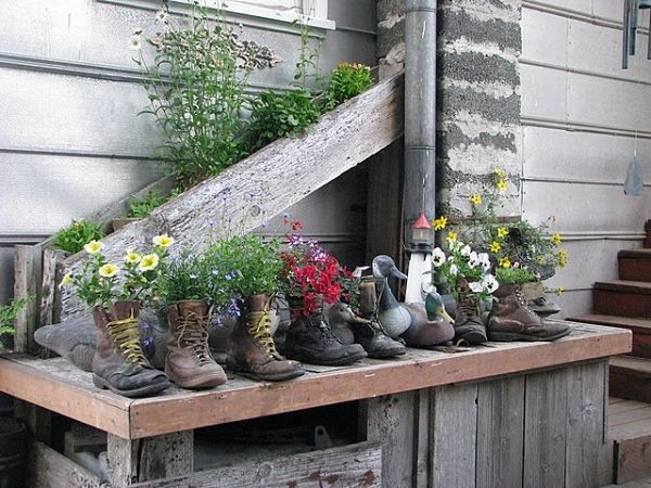 29 Insanely Creative DIY Planter Ideas from Household Items ... on garden steps, garden patios, garden ideas, garden seeders, garden plants, garden trellis, garden art, garden walls, garden urns, garden accessories, garden bench, garden pools, garden shrubs, garden boxes, garden pots, garden beds, garden tools, garden yard spinners, garden vegetable garden, garden arbors,