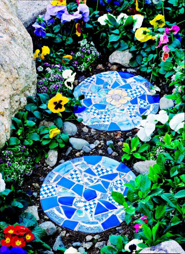diy-mosaic-stepping-stones