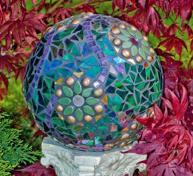 DIY Mosaic Gazing Ball