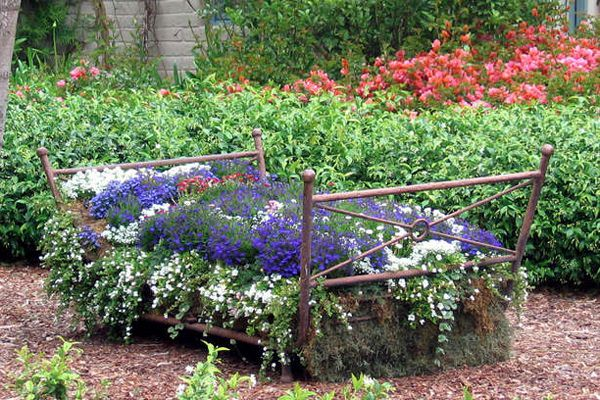 vintage-bed-frame-planter