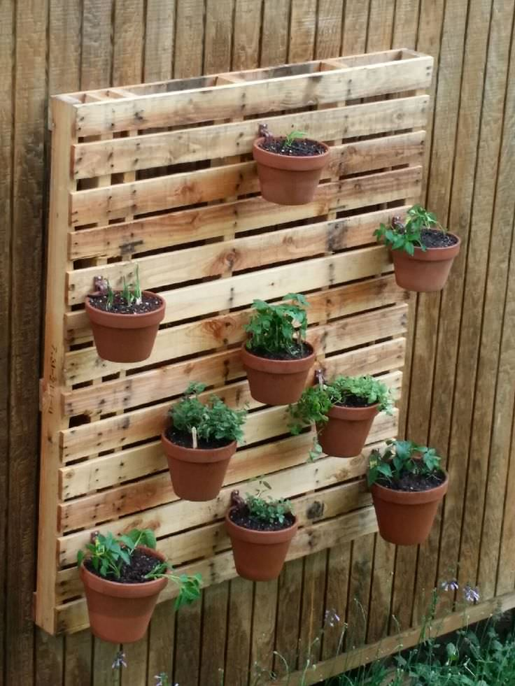 A Pallet to Arrange The Garden Tools