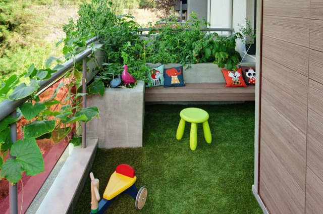 artificial grass for balcony garden