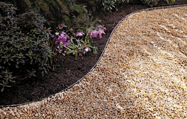 Bon A Gravel Path Is One Of The Most Basic DIY Garden Path Ideas You Can Do.  Itu0027s Cheap And Affordable And Easy To Do As You Donu0027t Have To Dig Very Deep  ...
