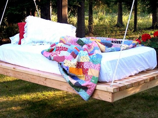 DIY Outdoor Bed Projects & Ideas