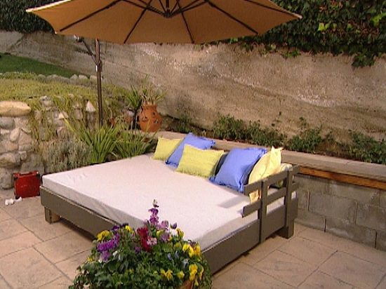 DIY Outdoor Bed Projects & Ideas for you