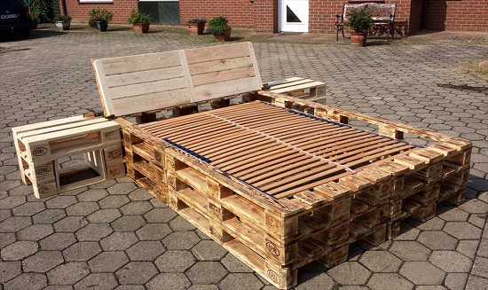 DIY Outdoor Bed Projects & Ideas 9