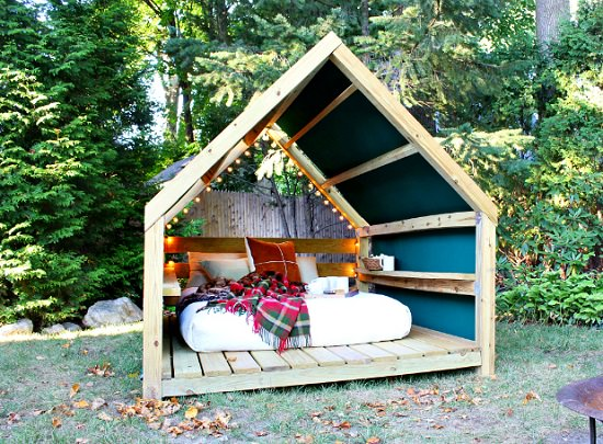 DIY Outdoor Bed Projects & Ideas 3