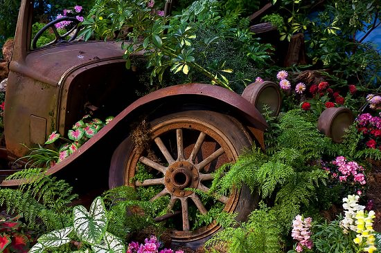 Classic Old Car Garden Art you can use