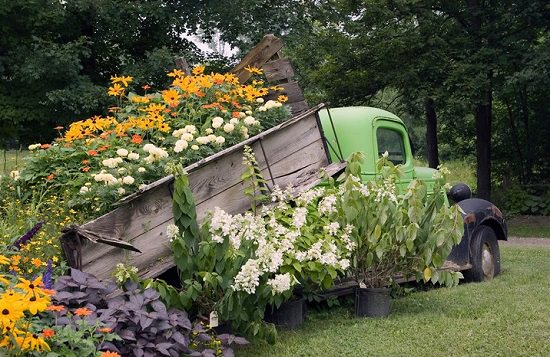 Some of the best Old Car Garden Art for your yard