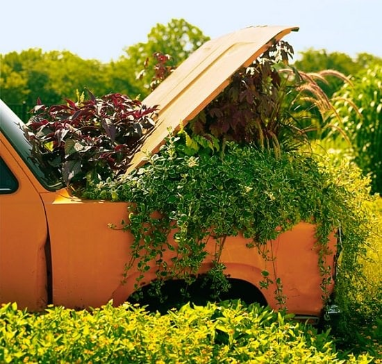 Amazing and interesting Old Car Garden Art ideas