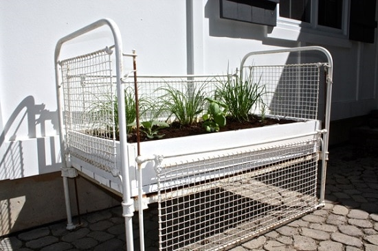 9 Diy Baby Crib Ideas Uses For Old Baby Cribs In The Garden