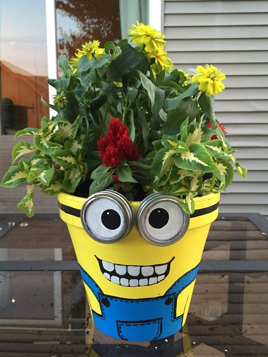 If you or your kids loveminions, learn How to Make a Minion Planter. Take help of these 6 DIY Minion Pot tutorials in this article.