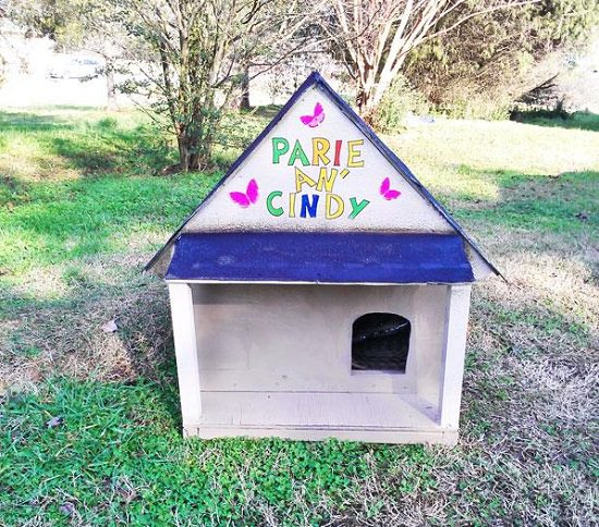 If your cat stay outside or you want to help feral cats to stay warm in winter, try your hand on these 12 DIY Outdoor Cat House Ideas.
