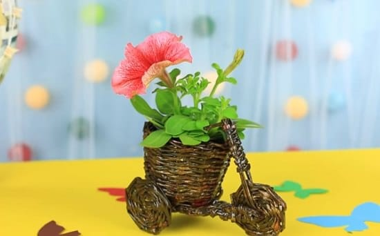 Tiny Bicycle Flower Pot Holder Out of Old Magazines