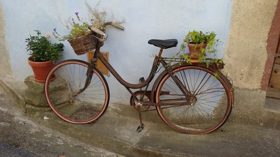 These 10+ BicyclePlanter Ideas are ideal if you want to add some vintage appeal with some creativity to your garden or entryway.
