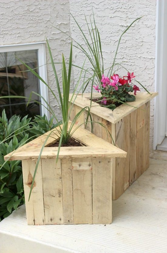 DIY Triangle Garden Box