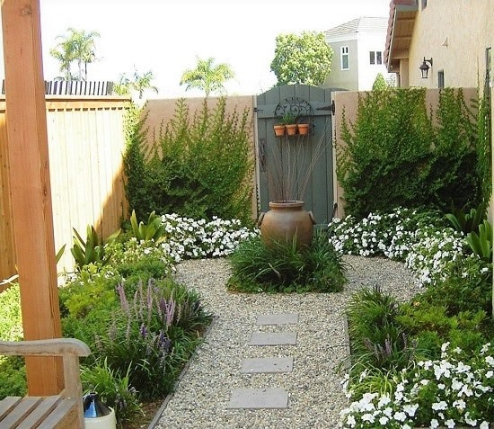 With these 18 DIY Garden Focal Point Ideas, make your garden beautiful and attractive than ever before!
