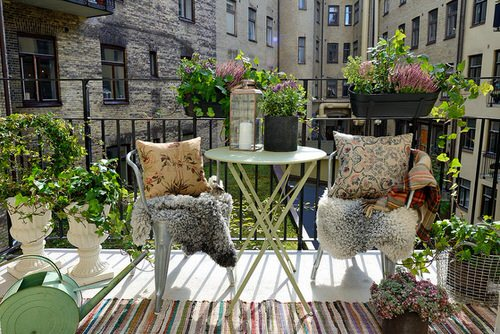 Create a Tropical Garden Oasis in a Balcony With These Ideas 9