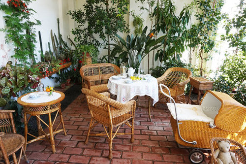 Create a Tropical Garden Oasis in a Balcony With These Ideas 10