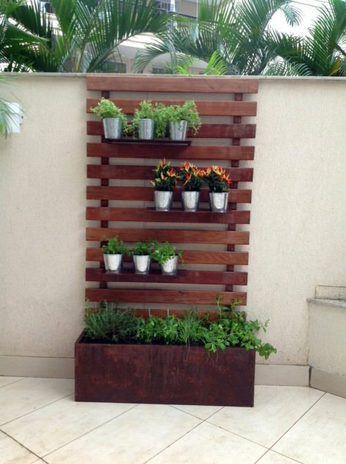 Old Wooden Boards Used to Create Brilliant Vertical Gardens 2