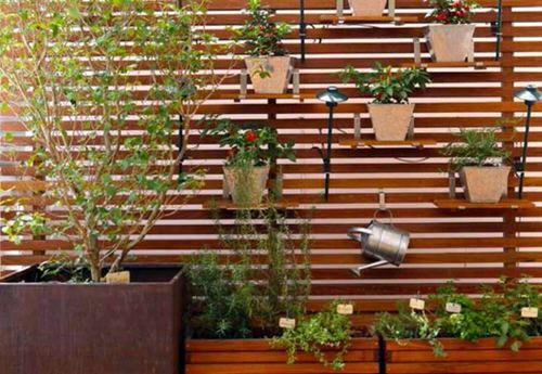 Old Wooden Boards Used to Create Brilliant Vertical Gardens 3