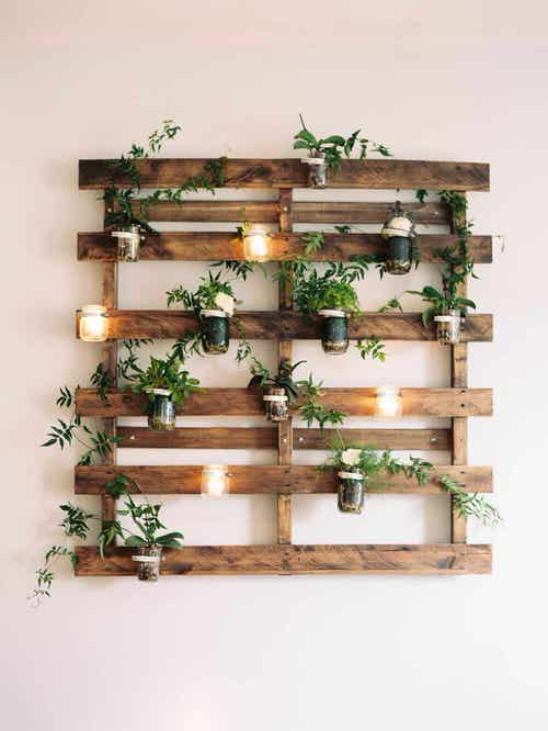 Old Wooden Boards Used to Create Brilliant Vertical Gardens 5