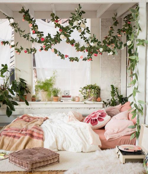 45 Beautiful Pictures Of Romantic Bedroom Decor Ideas With Plant Theme