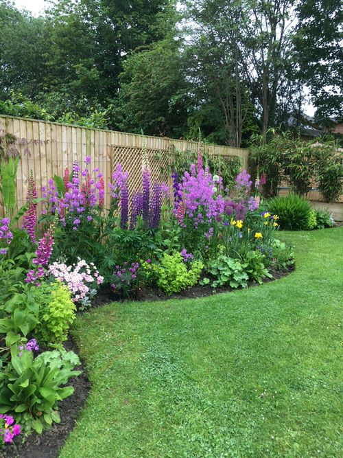 Amazing Flower Bed Ideas for Your Home Garden 2